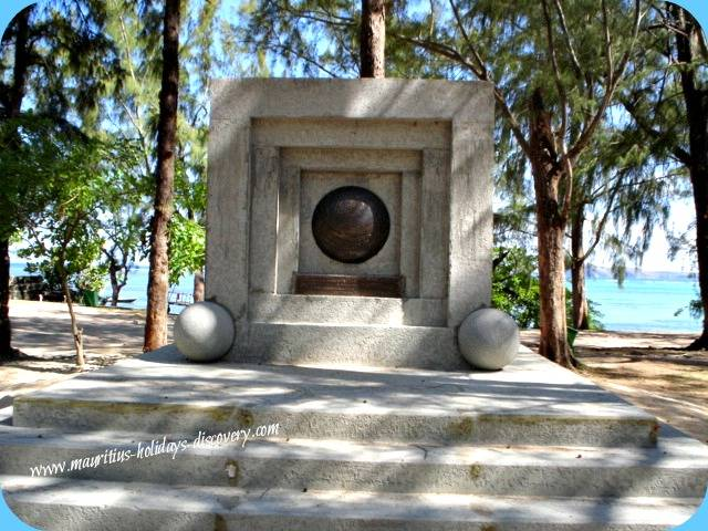 Monument - Landing of British Forces At Bain Boeuf Beach, Mauritius